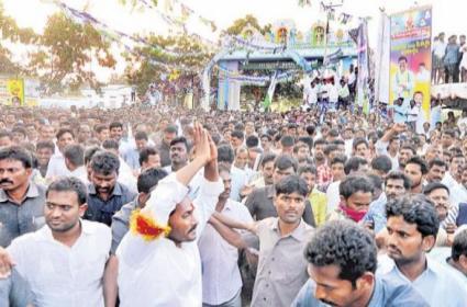 Huge people to the leader jagan padayatra - Sakshi