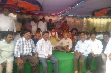 Differences Between The Leaders Of The Ruling Party Conflicts In Kurnool - Sakshi