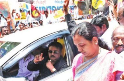 Vijayakanth Premalatha arrested for rallying to Raj Bhavan - Sakshi