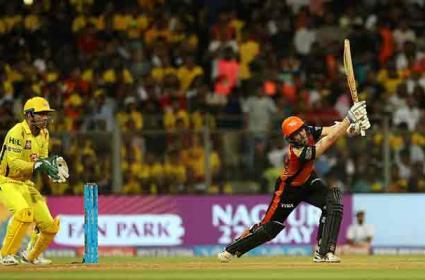Kane Williamson becomes 5th player to score 700 plus Runs in an IPL Season - Sakshi