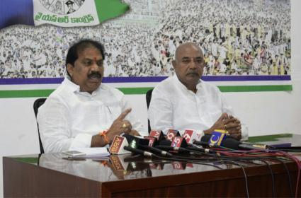 Malladi Vishnu Slams TDP Leaders Over Special Status Issue - Sakshi