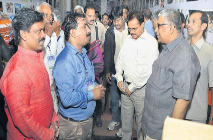 Justice tb Radhakrishnan starts kerala flood donations - Sakshi