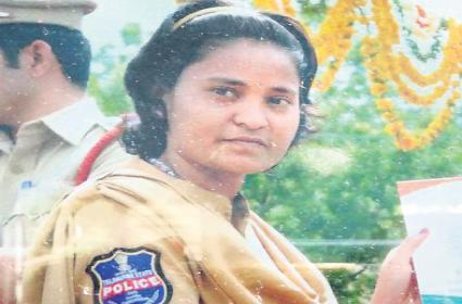 Woman constable suicide by Dowry harassment - Sakshi