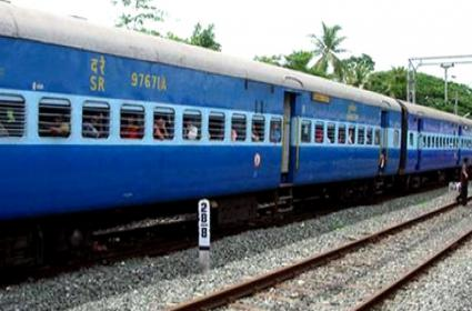 Robbery Took Place In Yeshwantpur Express Train - Sakshi