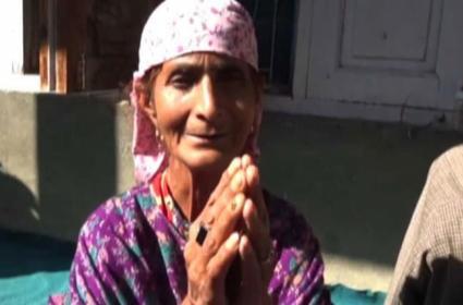 In Jammu Kashmir Constable Nisar Ahmad Mother Plesed Terrorist To Release Her Son - Sakshi