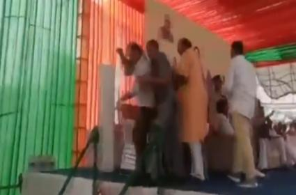 Two BJP Leaders In Rajastan Get Into Fistfight On Stage - Sakshi