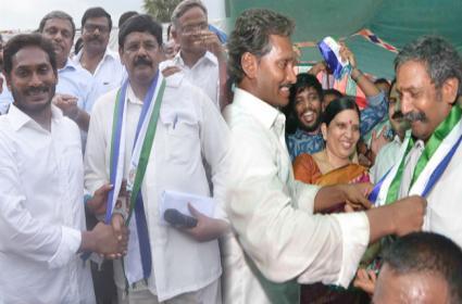 Senior Leaders joined YSRCP During Ys jagan padayatra - Sakshi