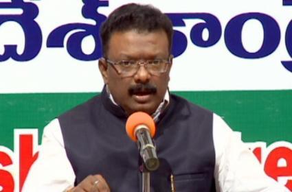 Congress Leader Dasoju Sravan Comments On KCR - Sakshi