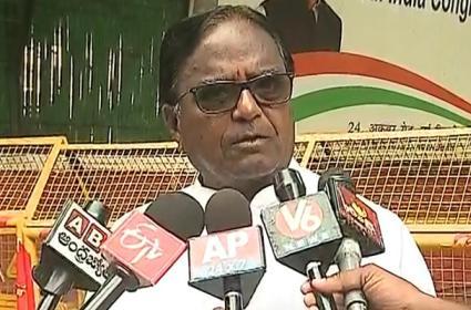 Congress Leader Ponnala Laxmaiah Says He Will Contest From Jangaon - Sakshi