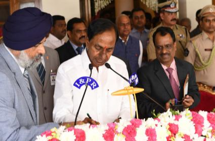 KCR Taken Oath As Telangana CM - Sakshi