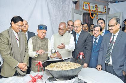 Halwa ceremony marks beginning of printing of 2019 Budget documents - Sakshi