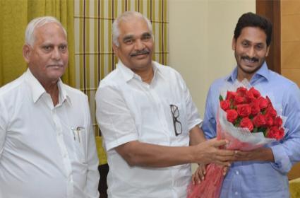 Dasari jai Ramesh to jain YSRCP soon - Sakshi