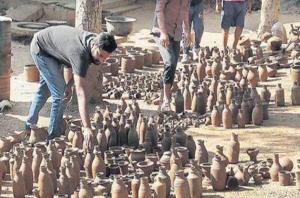 The use of clay vessels increased again in the population - Sakshi