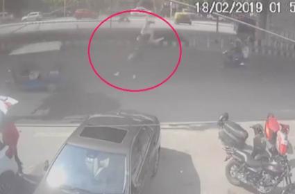 Woman Falls Off Delhi Vikaspuri Flyover - Sakshi