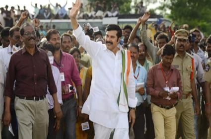AP Police Over Action On YATRA Movie Shows In Tirupati - Sakshi