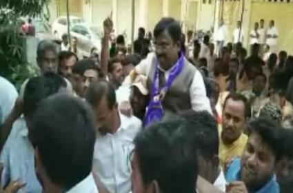 Vivek Fires On TRS Party - Sakshi