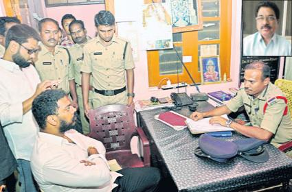 Cash distribution with Narayana Collage Staff For Elections - Sakshi