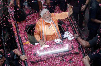 Five Reasons For Vote to  Narendra Modi - Sakshi