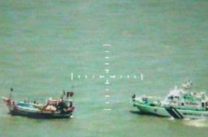 Coast Guard Seizes Pakistani Boat Al Madina - Sakshi