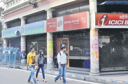 Online banking leads to decrease in ATM numbers globally - Sakshi