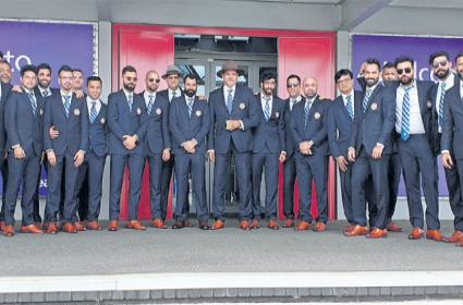 Team india reached to england for world cup - Sakshi