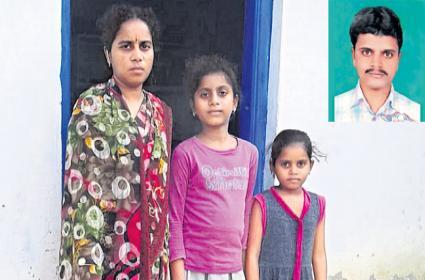 Chouka Ramesh from Nizamabad district who died in Saudi - Sakshi