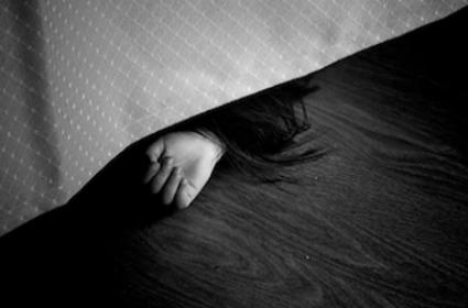 Retired Police And Wife Found Living With Daughter Decomposed Body In UP - Sakshi