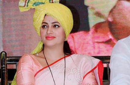 Navneet Kaur Rana Respond On Jai Shree Ram In Lok Sabha - Sakshi