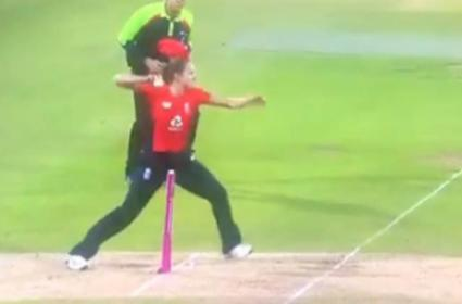 Englands Kate Cross Commits a Blunder by Missing an Easy Run Out - Sakshi
