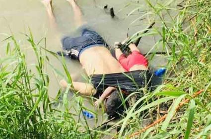Photo Of Father Daughter Lying Dead On US Border - Sakshi