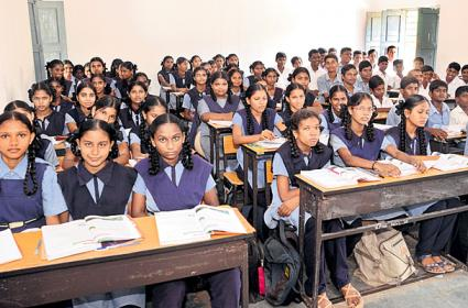 Admissions Rises in Government Schools - Sakshi