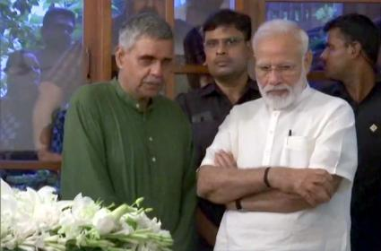 PM Modi Pays Tributes To Sheila Dikshit - Sakshi