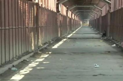 Vehicle Movement On Old Iron Bridge Stopped - Sakshi