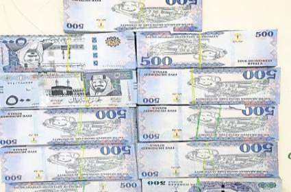 DRI Officials Seized RS 1.48 Crore Foreign Currency In Shamshabad Airport - Sakshi