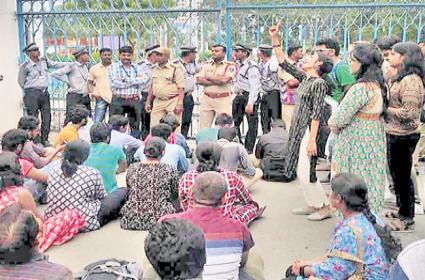 Protest In University Of Hyderabad - Sakshi