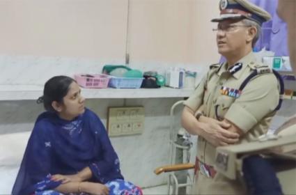 AP DGP Gowtham Sawang Consoles Boat Accident Victim Madhu Latha - Sakshi