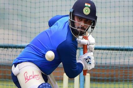 Gambhir Unhappy With  Managements Comments On Pant - Sakshi