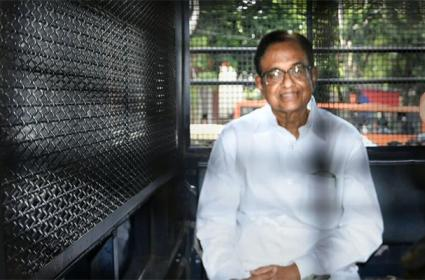 Chidambaram Tweets After Sonia Gandhi, Manmohan Singh visit him in Tihar jail - Sakshi