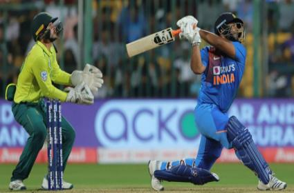 Laxman Feels Pant Not Able To Succeed At Number Four - Sakshi