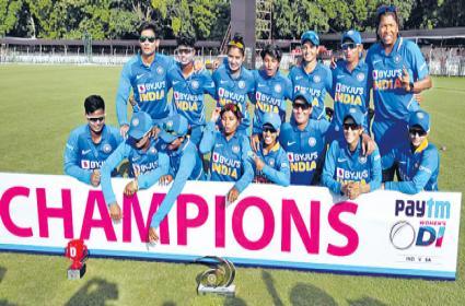India stuns South Africa in low-scoring thriller wins series 3-0 - Sakshi