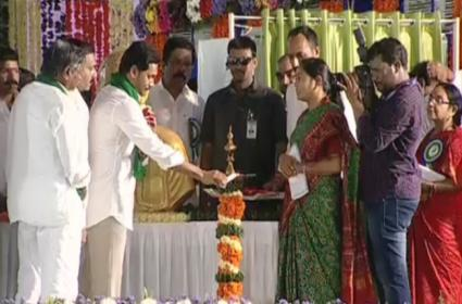 CM YS Jagan Launches YSR Rythu Bharosa Scheme For Farmers - Sakshi