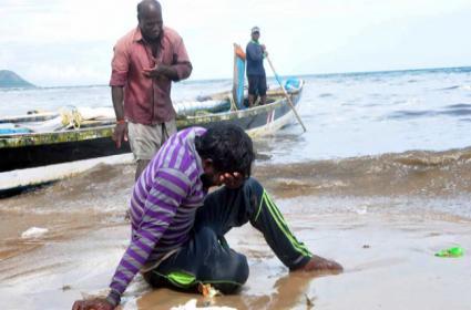 Lightning Bolt hit Boat in Sea At Visakhapatnam - Sakshi