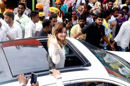 Maharashtra Assembly Election: Brahmanandam, Sneha Ullal Election Rally In Solapur - Sakshi