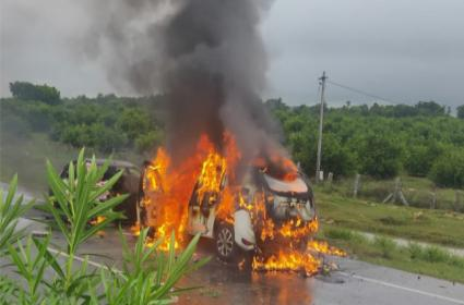 Two Cars Collide and Catches Fire in Suryapet - Sakshi