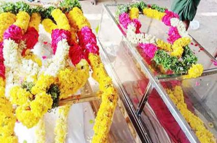100 Years Old Couples Dies Within One Hour - Sakshi