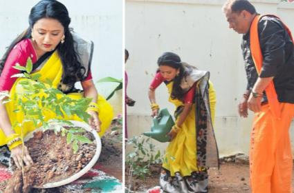 Telugu Anchor Suma Kanakala Nominate NTR for Green Challenge - Sakshi