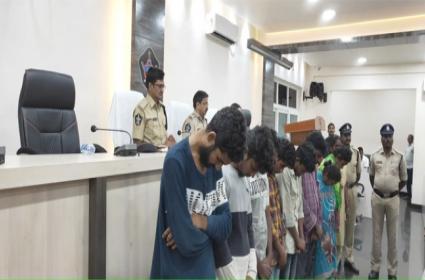 Tadepalli Police Set Up Surveillance And Seized Heavily Marijuana - Sakshi