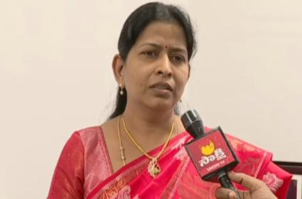 Taneti Vanitha Reacts On Encounter Of Accused In Disha Case - Sakshi