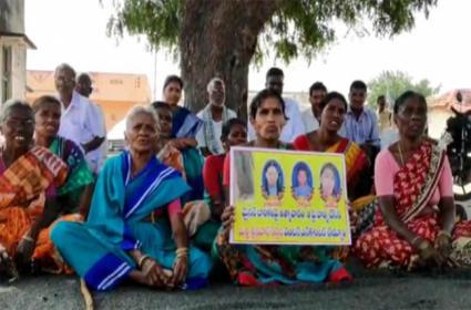Hajipur People Protest For Srinivas Reddy Encounter In Yadadri Bhuvanagiri - Sakshi