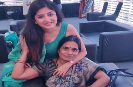 Poonam Kaur Meets With Nirbhaya Mother At New Delhi - Sakshi